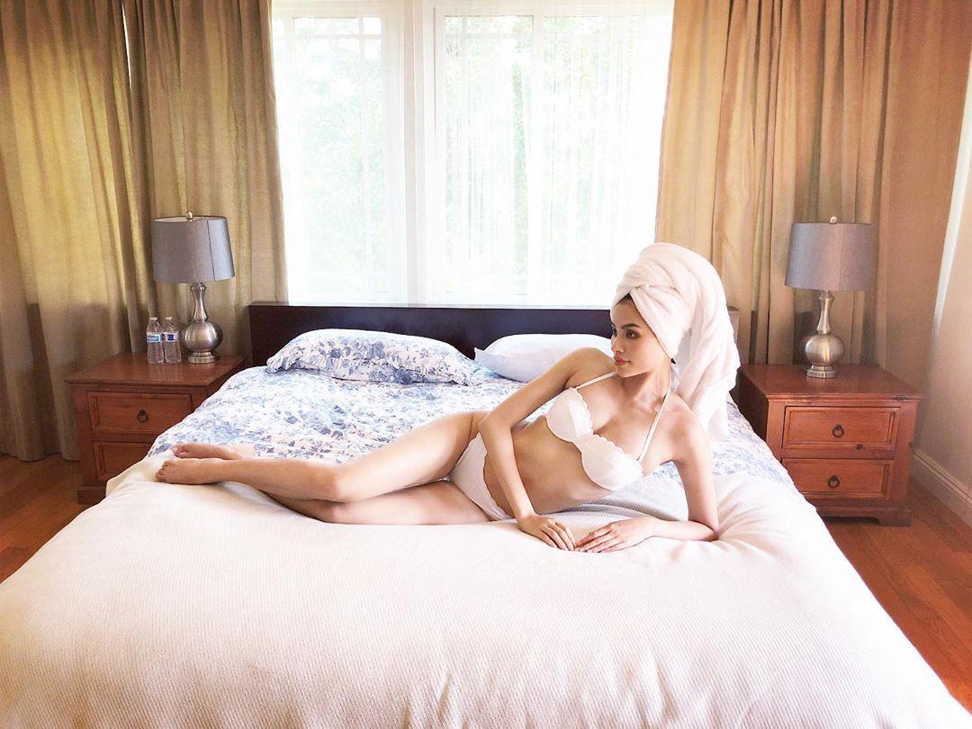 Hoa hậu Phạm Hương khoe ảnh bán nude phô diễn đường cong nóng bỏng khiến dân mạng trầm trồ - 6