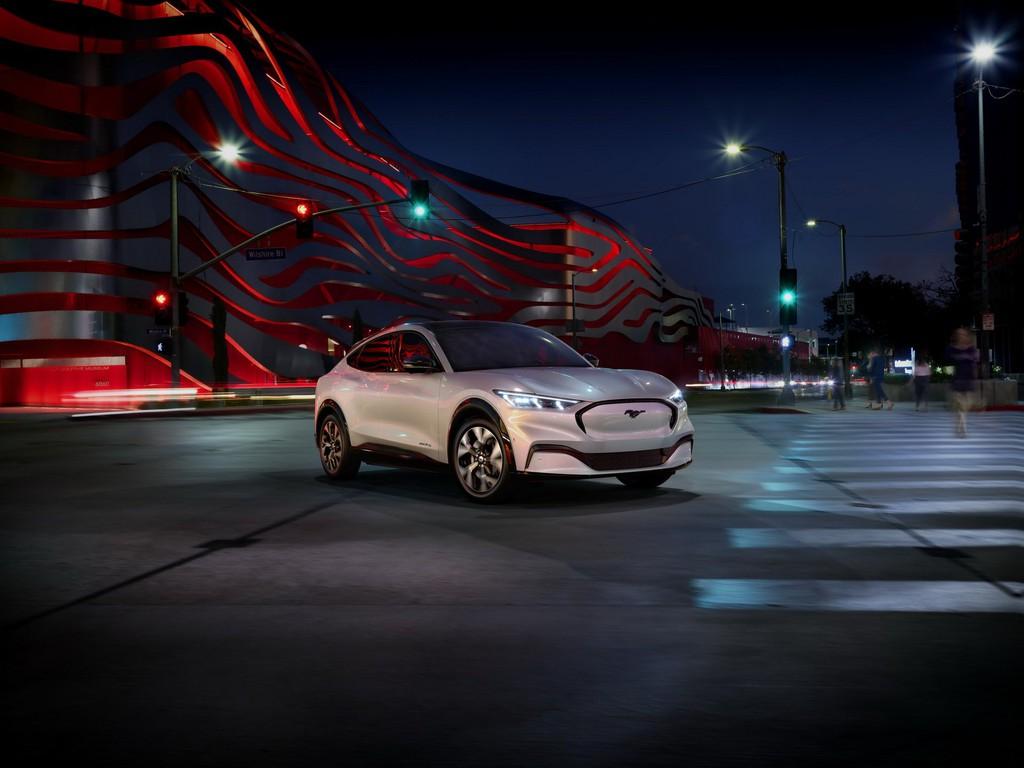 Ford ra mắt mẫu xe điện Mustang Mach-E.