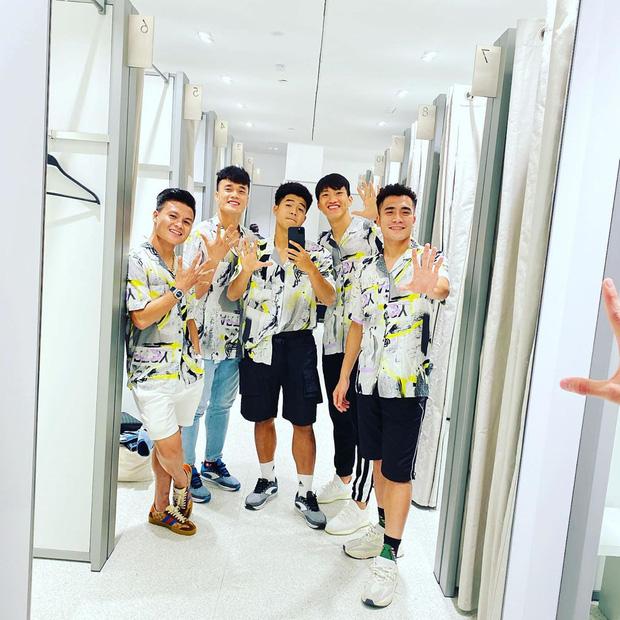 Fan trông ngóng nhóm hài '5 ngón tay' do Bùi Tiến Dũng tiết lộ, chưa có thông báo chính thức Hà Đức Chinh đã chiếm ngay vị trí visual