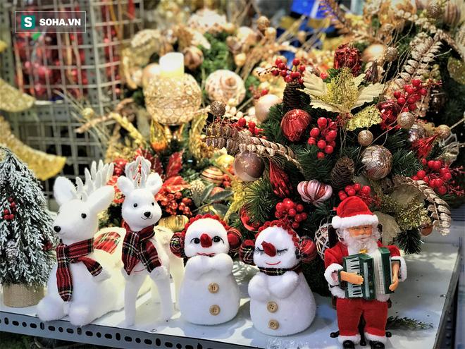 Tất bật 'nặn' người tuyết dịp Noel, người dân phố cổ thu chục triệu mỗi ngày - 12