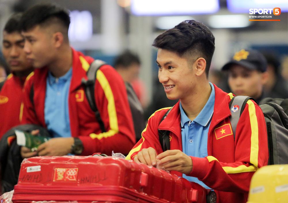 Đình Trọng, Trọng Đại soái khí ngời ngời trong ngày hội quân, U22 Việt Nam bê nguyên dàn mĩ nam sang Hàn Quốc tập huấn - 8