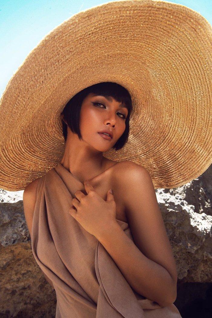 H'Hen Niê được Missosology vinh danh, fan Thái Lan - Philippines tấm tắc khen: 'Nữ hoàng đích thực' - 4