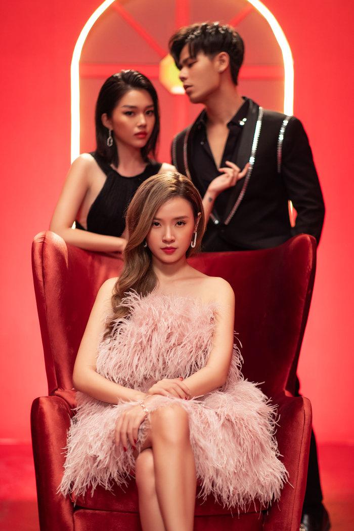 Midu thay 14 bộ trang phục xinh ngất ngây trong trong MV lấy ý tưởng từ chuyện tình với thiếu gia Phan Thành