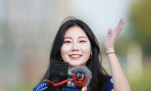 Nữ phóng viên Hàn gây náo loạn buổi tập của U23 - 7