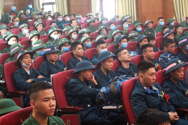 Hình ảnh xúc động tiễn tân binh lên đường nhập ngũ ở Hải Dương - 9