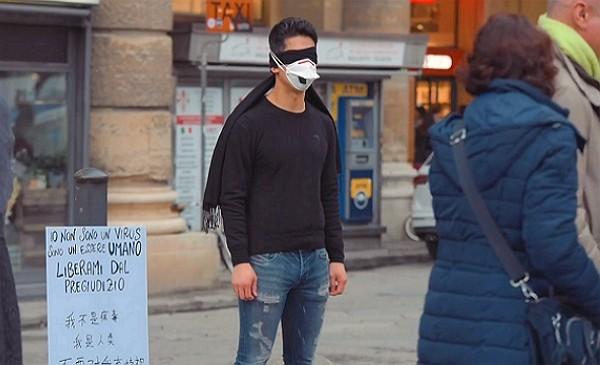 'Tôi không phải virus, tôi là một con người'