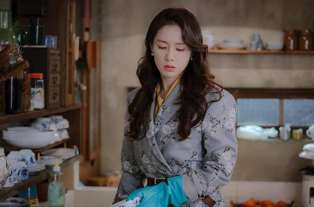 Phim gần hết mà set đồ hơn 100 triệu Son Ye Jin mặc khi rửa bát vẫn khiến dân tình trầm trồ không ngớt - 3
