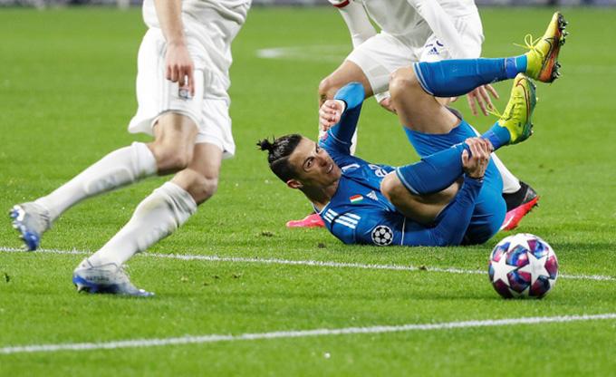 Ronaldo mất hút, Juventus phơi áo trước Lyon - 1