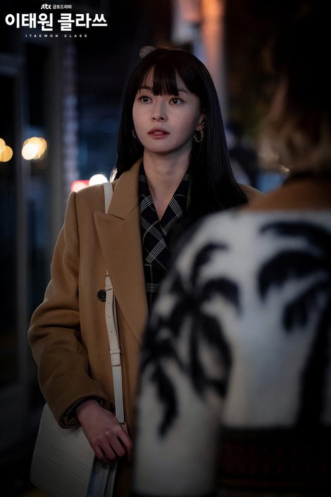 Mỹ nhân diện đồ công sở đẹp nhất màn ảnh Hàn đợt này hẳn là 'tình tin đồn' của Lee Jong Suk: Ăn vận đơn giản mà độ sang xịn có thừa - 6