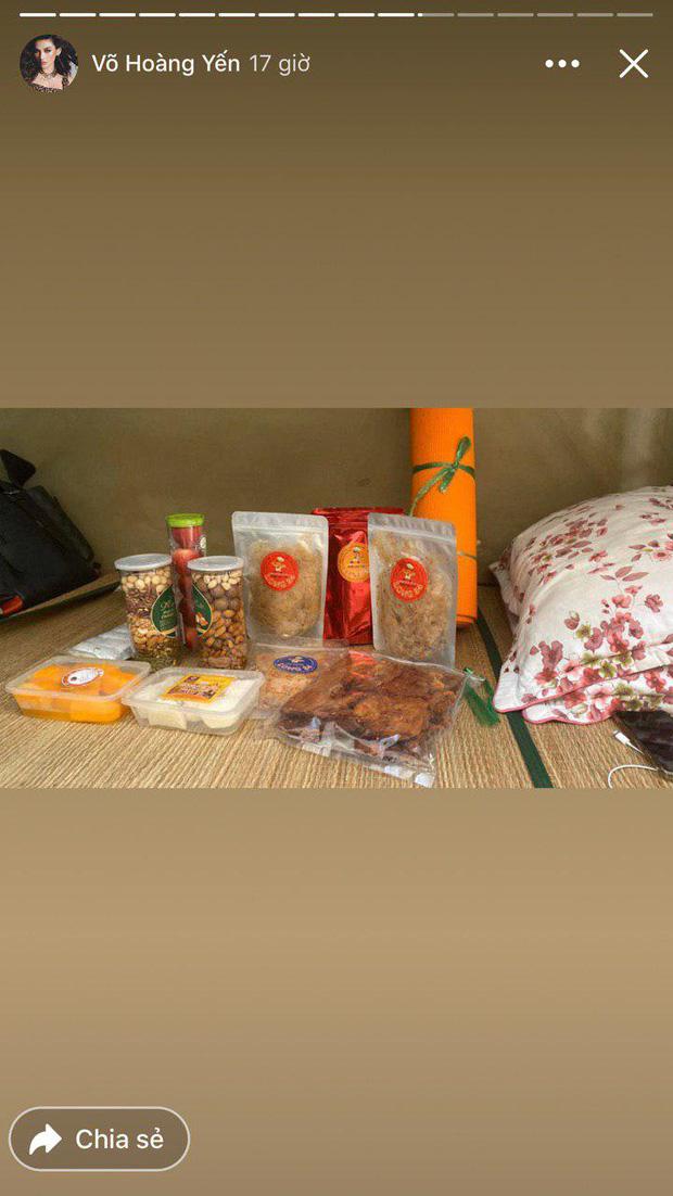 'Đại gia' khu cách ly gọi tên Võ Hoàng Yến: Bánh kẹo, hoa quả, vật dụng cá nhân nhiều đến mức mở cả tiệm tạp hoá cơ! - 1