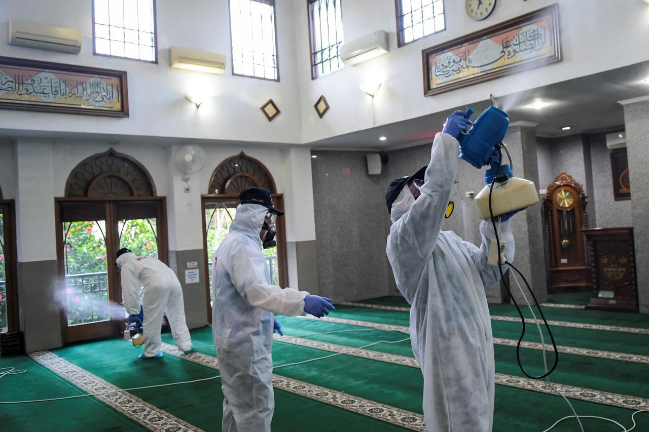 Indonesia ghi nhận gần 900 trường hợp nhiễm Covid-19