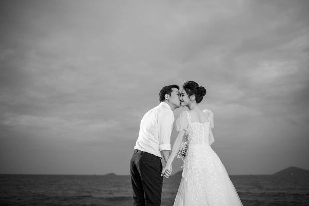 Sau 1 năm, Trường Giang - Nhã Phương cuối cùng đã tung trọn bộ ảnh đẹp trong lễ đính hôn bí mật tại bãi biển - 4