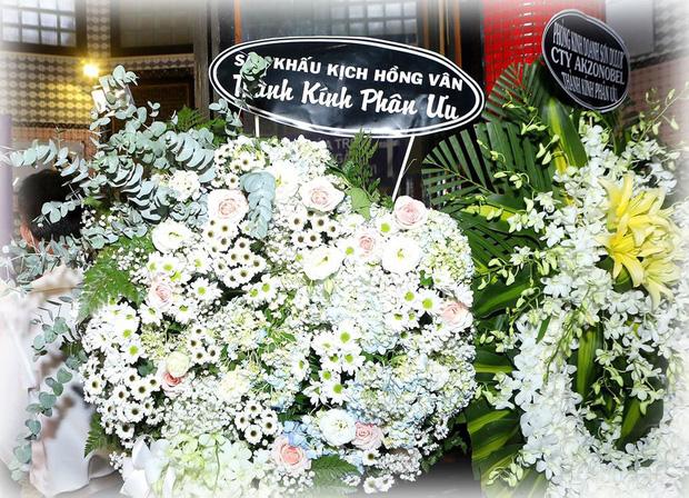 Bức ảnh xúc động nhất hôm nay: NSND Hồng Vân chia sẻ khoảnh khắc Mai Phương bên cố nghệ sĩ Anh Vũ và lý do không tới tang lễ