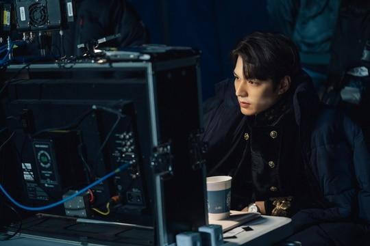 The King: Hậu trường đẹp hút hồn của Lee Min Ho và Kim Go Eun, fan chờ mong ngày lên sóng - 2