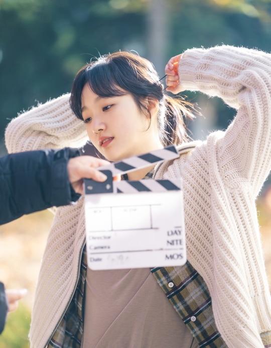 The King: Hậu trường đẹp hút hồn của Lee Min Ho và Kim Go Eun, fan chờ mong ngày lên sóng - 5