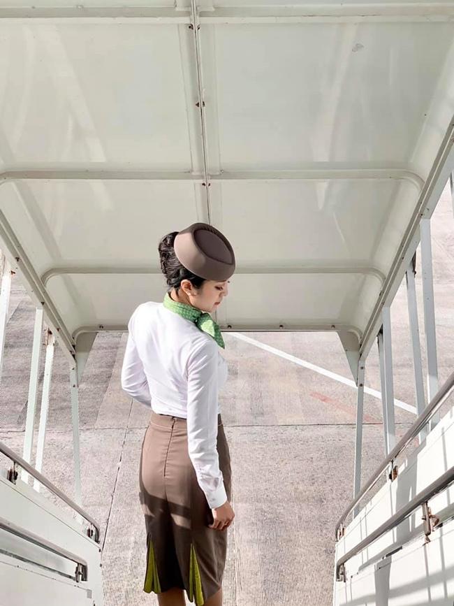 Những nữ tiếp viên hàng không Việt nổi tiếng vì mặt xinh, thân hình gợi cảm
