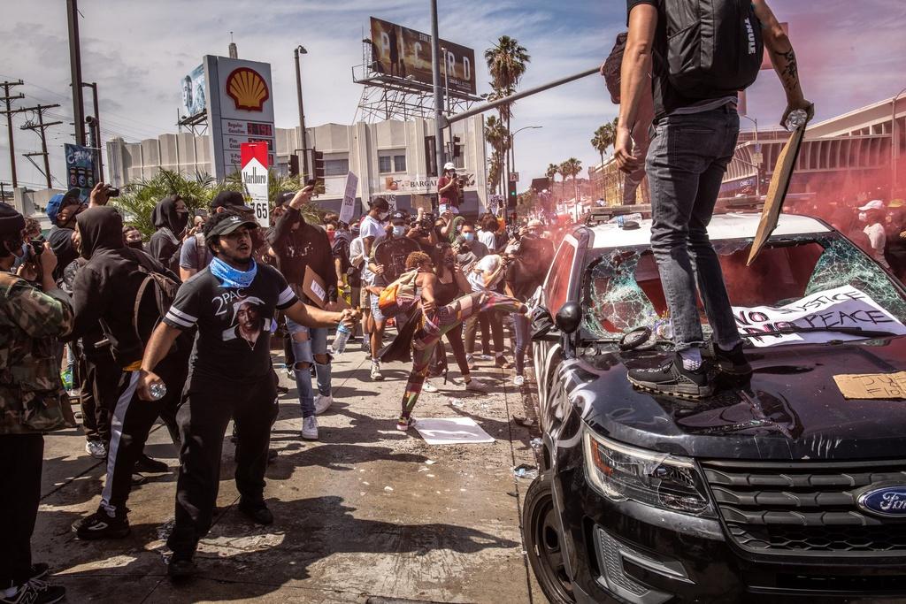 Bạo động rung chuyển một loạt thành phố Mỹ - 2
