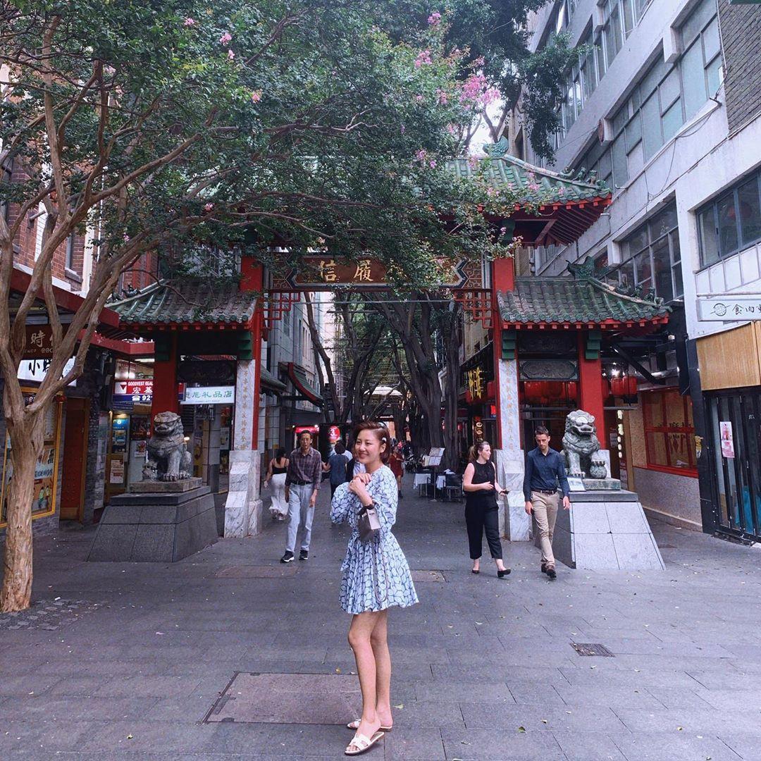 Văn Mai Hương bị chê gu thời trang trong 'Người ấy là ai', nhưng ngoài đời cô lại khá cao tay ở khoản hack chân dài - 5