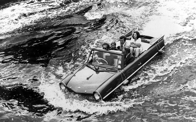 Những mẫu ô tô biết đi dưới nước thành công nhất trên thế giới
