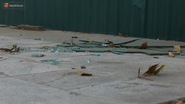 Ảnh: Rác thải ngập ngụa, kính vỡ nằm ngổn ngang 'bẫy' người đi đường trên đại lộ gần 1.500 tỷ đồng - 11