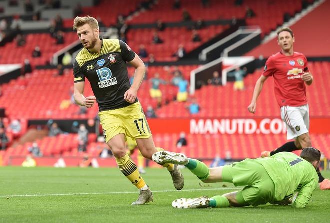 Man Utd lỡ cơ hội vào top 4 vì bàn thua ở phút 90+6