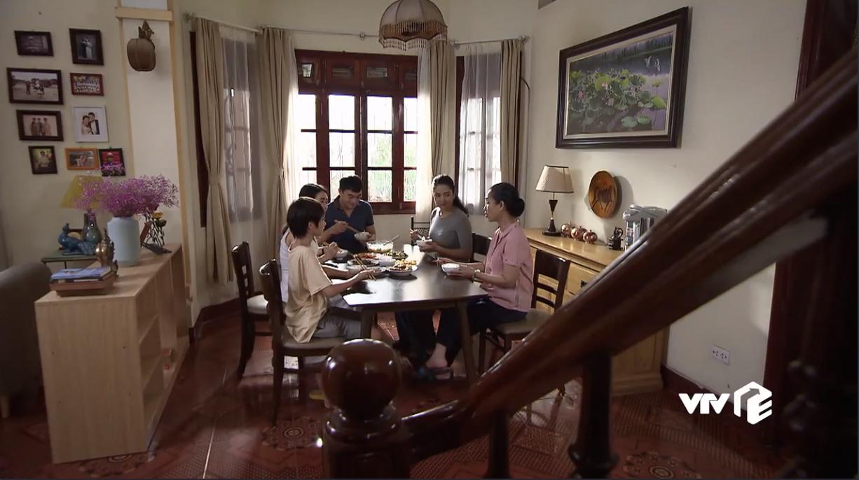 Lửa ấm tập 9: Diễm giận tím mặt khi em gái Minh tới phá đám buổi hẹn hò