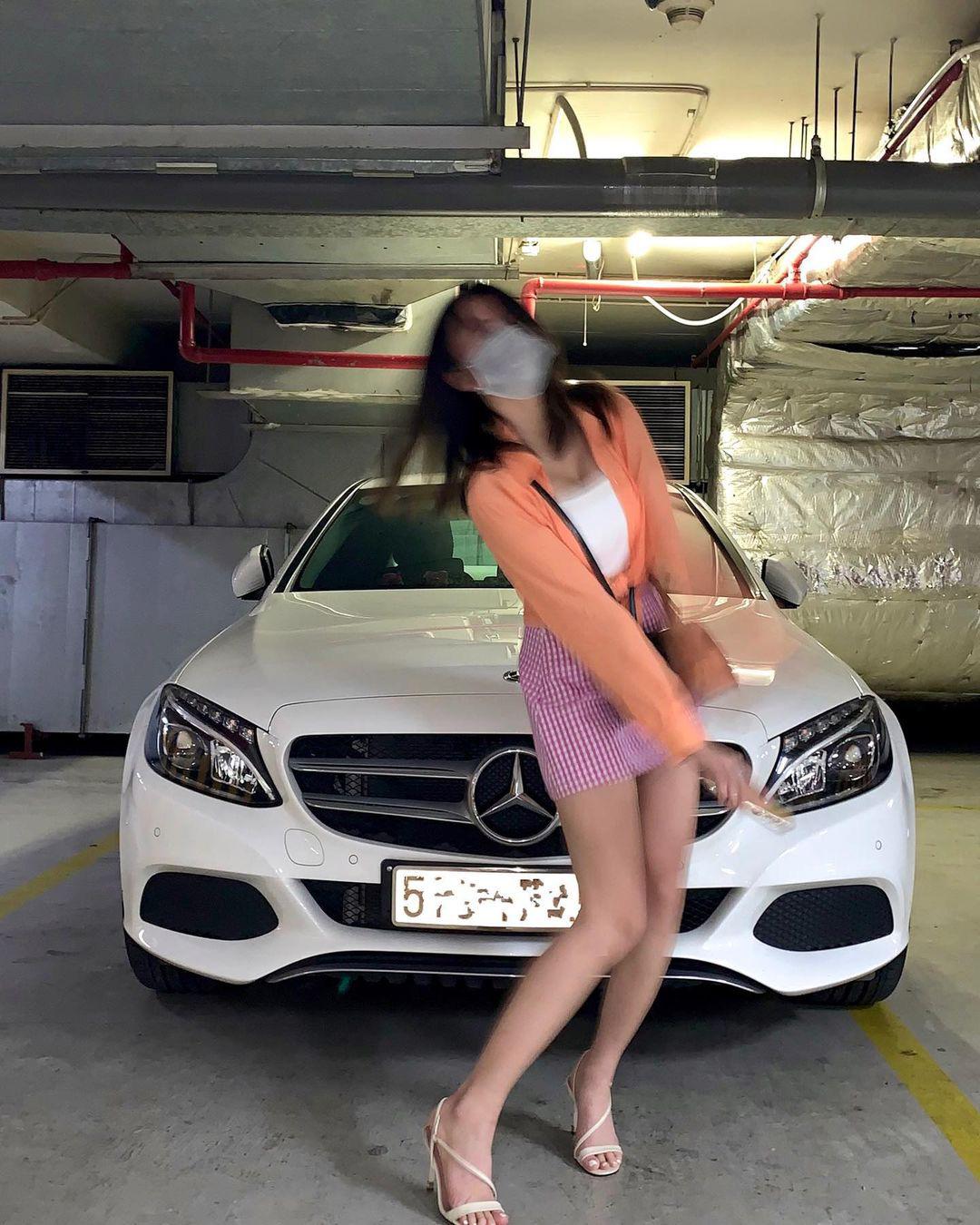 Đọ dáng cùng Rolls Royce, gái xinh khiến nhiều người ngỡ ngàng khi tiết lộ sự thật đằng sau - 1