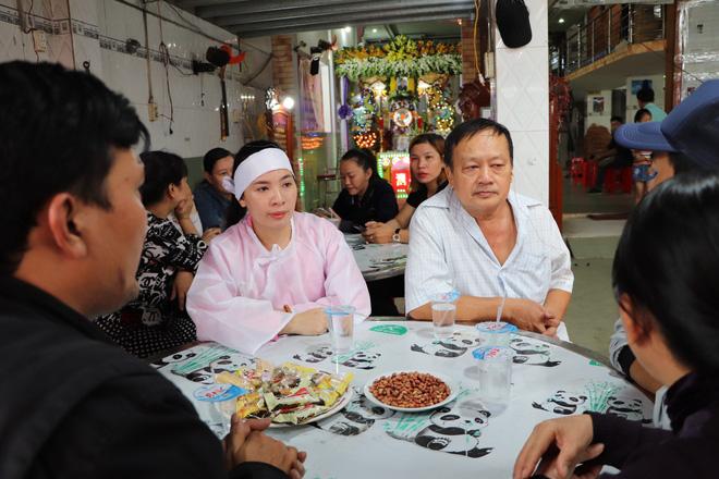 Tang lễ đẫm nước mắt của hiệp sĩ tử vong lúc truy đuổi tội phạm ở Biên Hòa: Vợ mang song thai thẫn thờ bên linh cữu chồng - 11