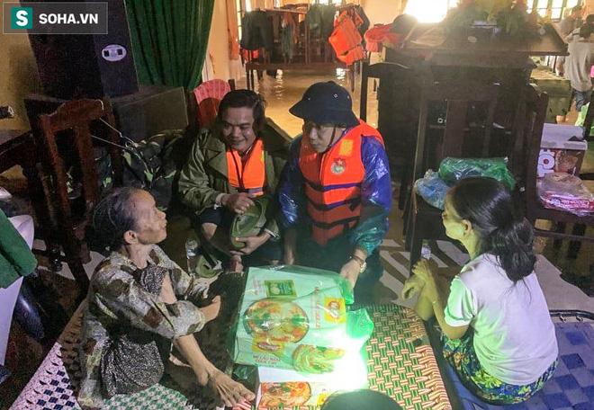 Chủ tịch huyện Phong Điền gặp nạn ở Rào Trăng 3, người mẹ già chưa tin đó là sự thật - 2