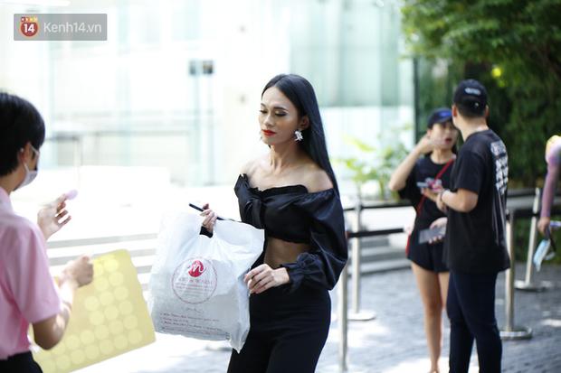 Workshop Hoa hậu chuyển giới VN 2020: Quỳnh Anh Shyn nổi bần bật, dàn thí sinh lên đồ 'chặt chém', vấp ngã hàng loạt vì guốc cao - 10