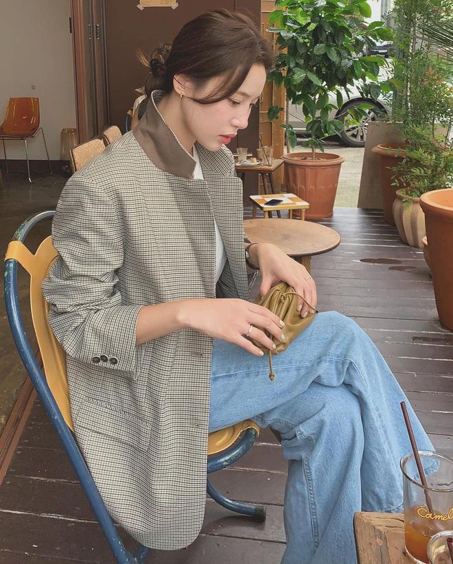 6 kiểu áo đáng sắm để mix cùng quần jeans, chị em diện mùa đông là có outfit trendy chuẩn chỉnh - 2