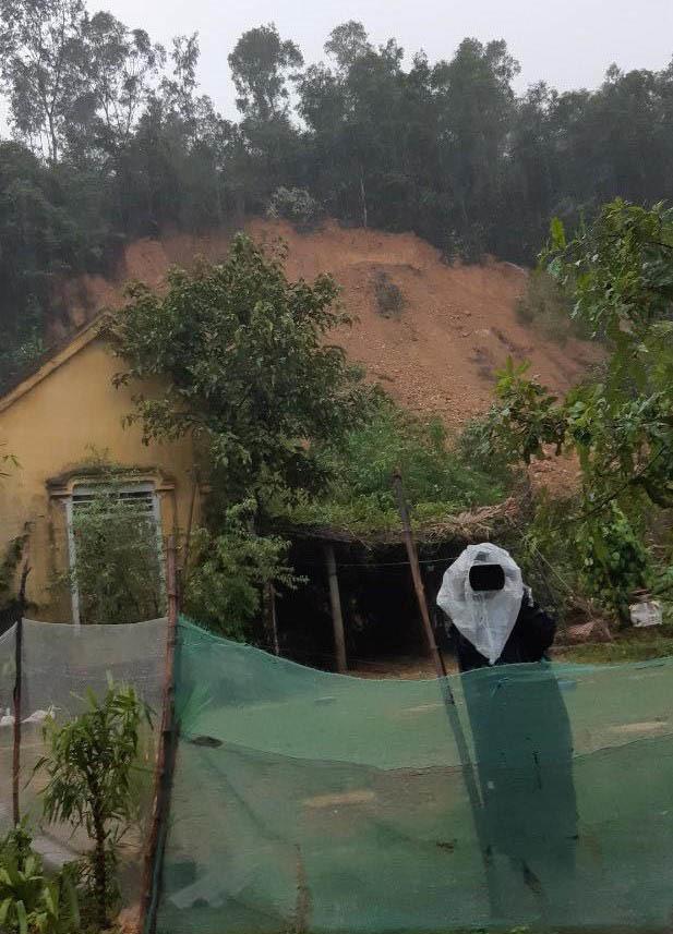 Sạt lở núi ở Hà Tĩnh, phát 7 lệnh sơ tán dân khẩn cấp - 4