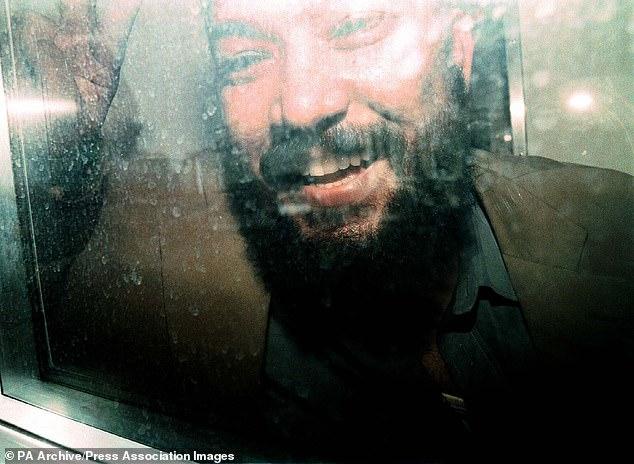 Cánh tay phải đắc lực của trùm khủng bố Bin Laden được Mỹ trả tự do sớm vì lý do không ngờ tới