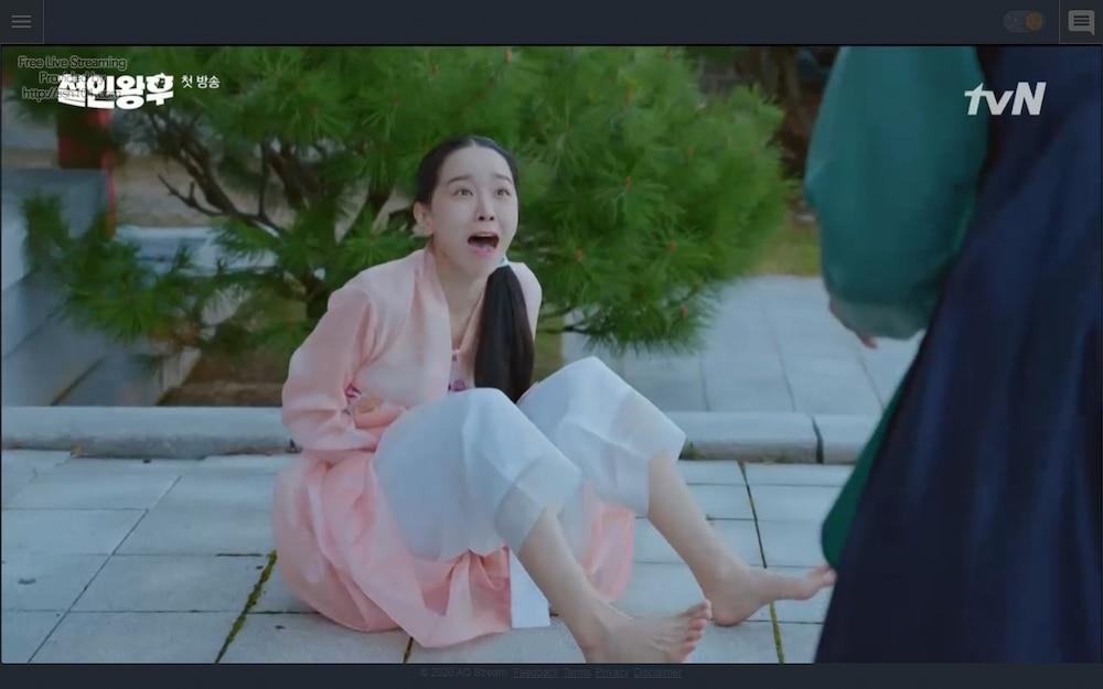 'Mr. Queen' tập 1: Choi Jin Hyuk xuyên không biến thành phụ nữ vì lỡ hôn Shin Hye Sun - 16