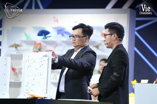 Siêu trí tuệ: Nam sinh 18 tuổi khiến Tóc Tiên - Lại Văn Sâm thót tim với màn giải phương trình ma trận chỉ với 1 phút - 3