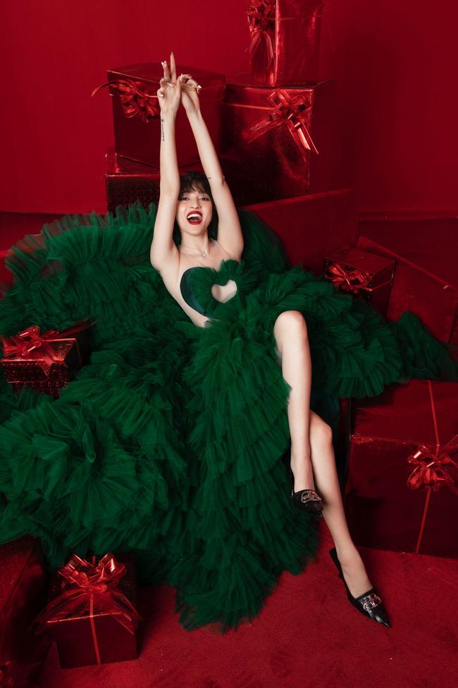 Bảo Anh khoe vòng 1 nóng bỏng trong bộ ảnh mừng Giáng sinh - 10