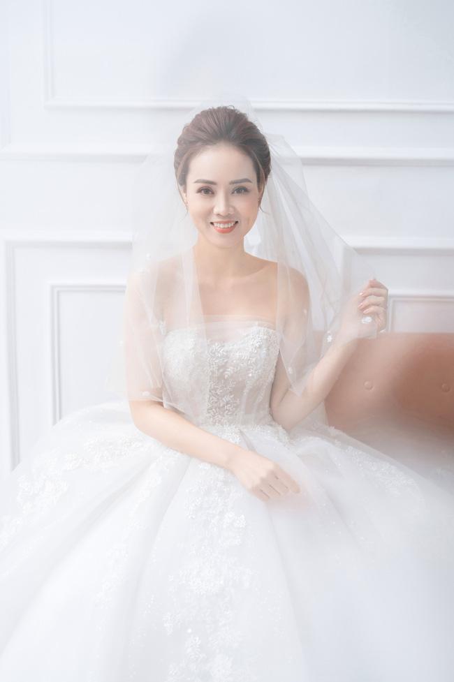 Hé lộ bộ ảnh cưới của NSND Công Lý và bà xã xinh đẹp kém 15 tuổi - 7