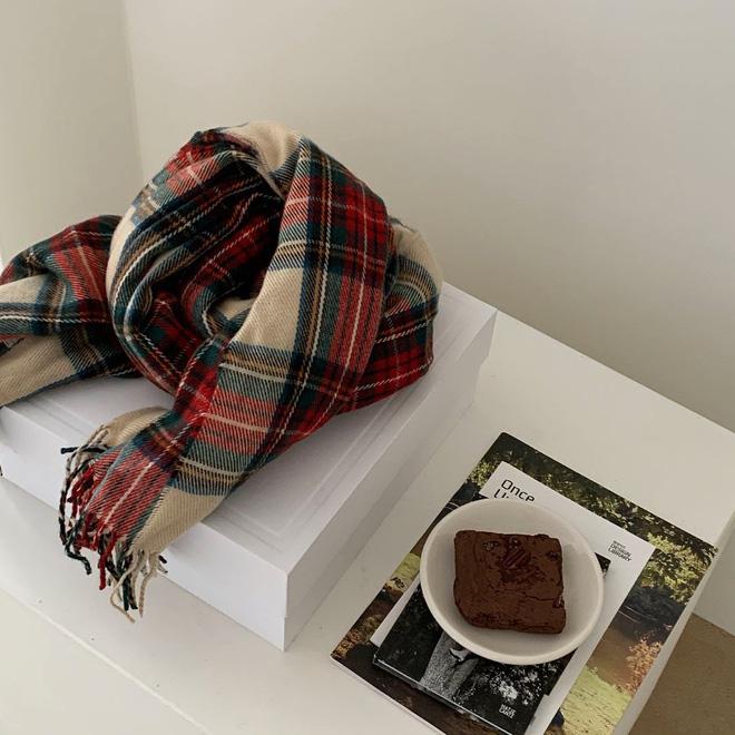 4 mẫu khăn quàng hot trend của mùa đông năm nay, đã ấm còn xinh thì tội gì mà không tậu lấy một em - 5