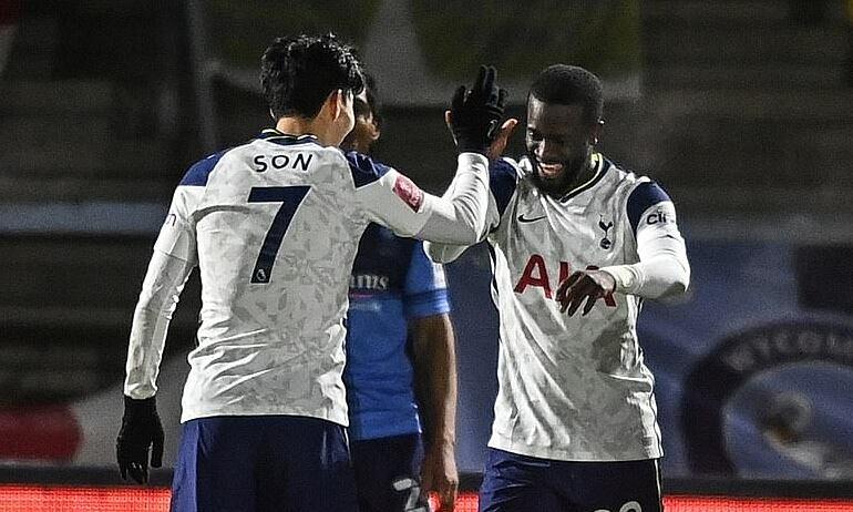 Bale ghi bàn mọi mặt trận của Tottenham - 1