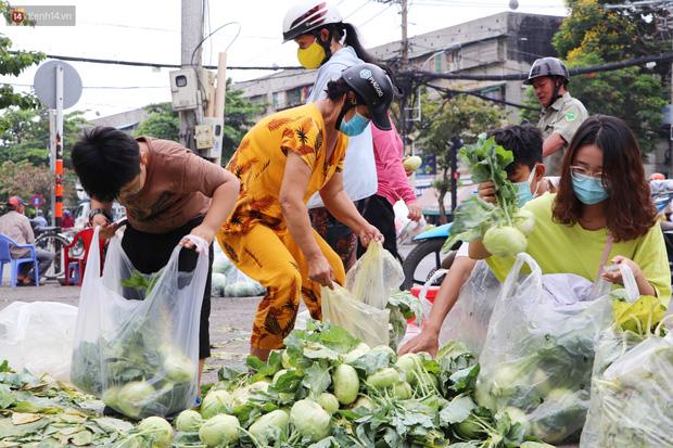 """Rằm tháng Giêng, người Sài Gòn hồ hởi kéo nhau đi """"giải cứu"""" bắp cải, su hào cho bà con Hải Dương - 6"""
