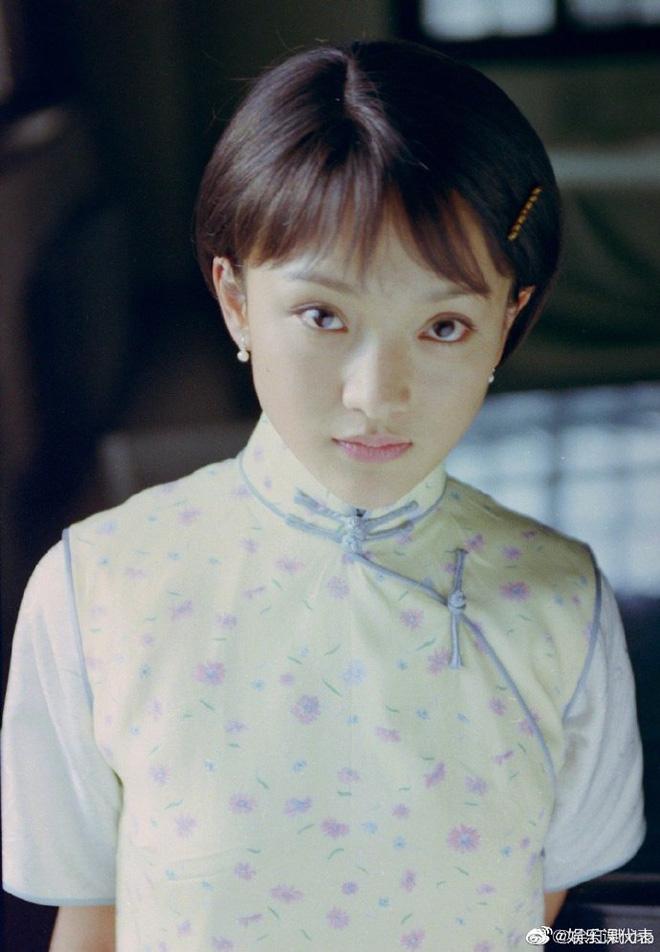 Ngẩn ngơ tạo hình thi sĩ Châu Tấn 21 năm trước, để kiểu tóc Chaiko vẫn bùng nổ visual - 4