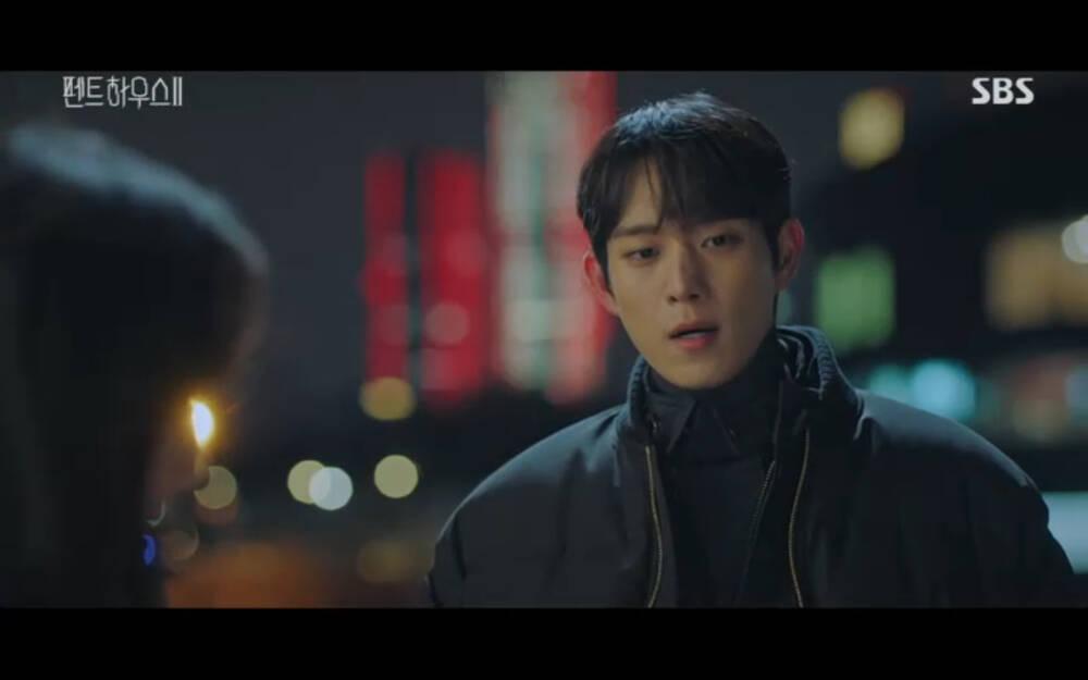 'Penthouse 2' tập 3: Bae Rona quỳ lạy để về phe 'cô giáo' Cheon Seo Jin, Ha Yoon Cheol cưỡng hôn vợ cũ - 15