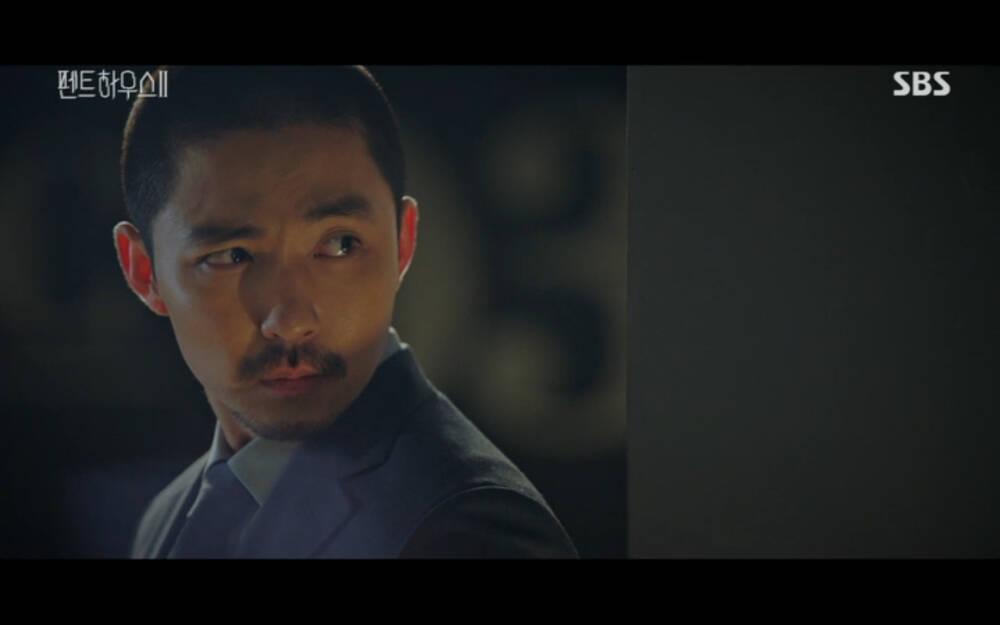 'Penthouse 2' tập 3: Bae Rona quỳ lạy để về phe 'cô giáo' Cheon Seo Jin, Ha Yoon Cheol cưỡng hôn vợ cũ - 31
