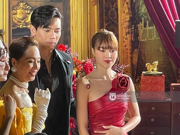Lan Ngọc chính thức lộ diện trên thảm đỏ Gái Già Lắm Chiêu sau drama clip nóng, ấm lòng nhất là cái ôm an ủi của dàn sao - 5