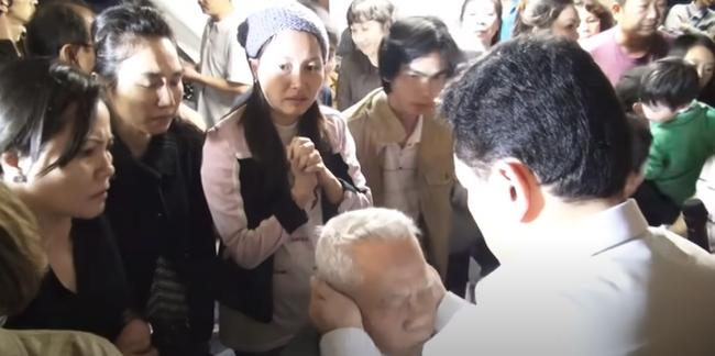 Nổi da gà xem ông Võ Hoàng Yên chữa câm điếc bẩm sinh 15 năm bằng tay không trong loạt clip triệu view: Có phải là 'thần y' như lời đồn? - 3