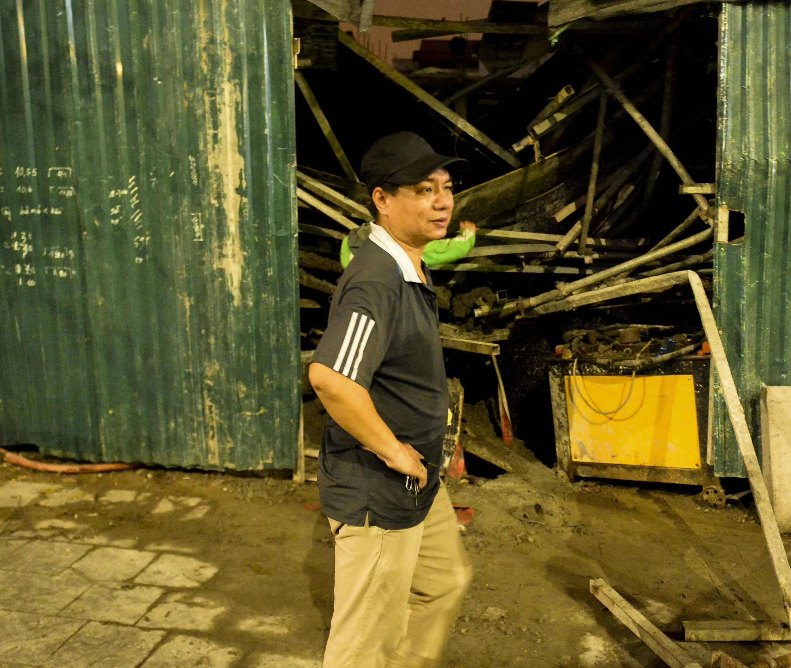 Cận cảnh hiện trường vụ sập giàn giáo trên đường Phạm Văn Đồng ở Hà Nội - 4