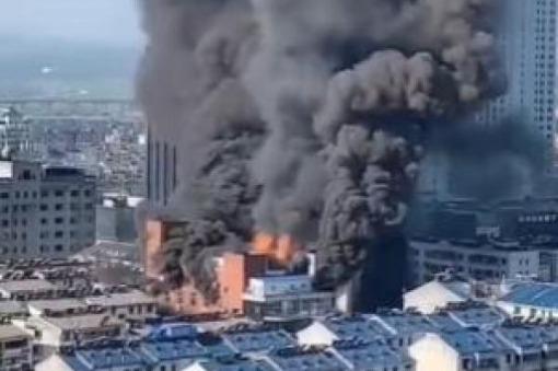 Cháy trung tâm thương mại ở Trung Quốc, 4 người thiệt mạng