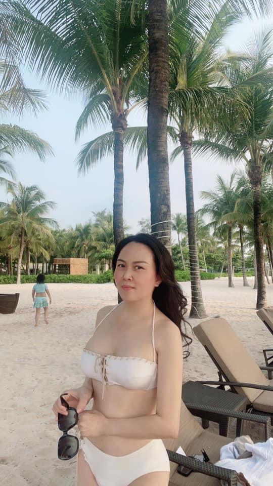 Phượng Chanel khoe vóc dáng quyến rũ trên bãi biển cùng con gái sau khi tuyên bố chia tay Quách Ngọc Ngoan - 3
