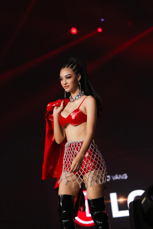 HH Tiểu Vy, Minh Tú được khen đẳng cấp như thiên thần nội y khi catwalk trên sân khấu Rap Việt - 3