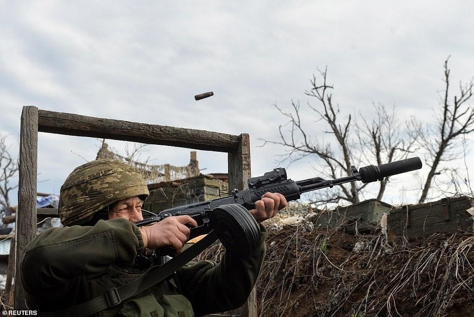 Nổ súng ở khu vực giáp Nga, hai binh sĩ Ukraine thương vong - 3